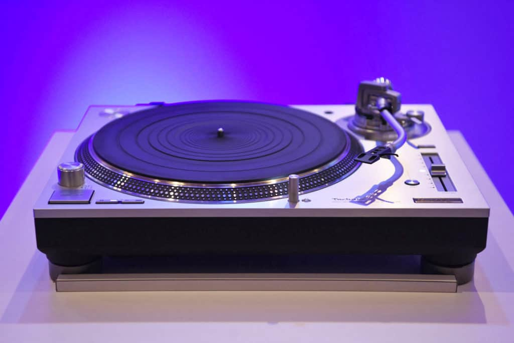 Technics haven't entirely forgotten their DJ models of old -the SL-1200s share their predecessors' aesthetics (and lid) but these are serious hi-fi decks, completely re-engineered from the originals.