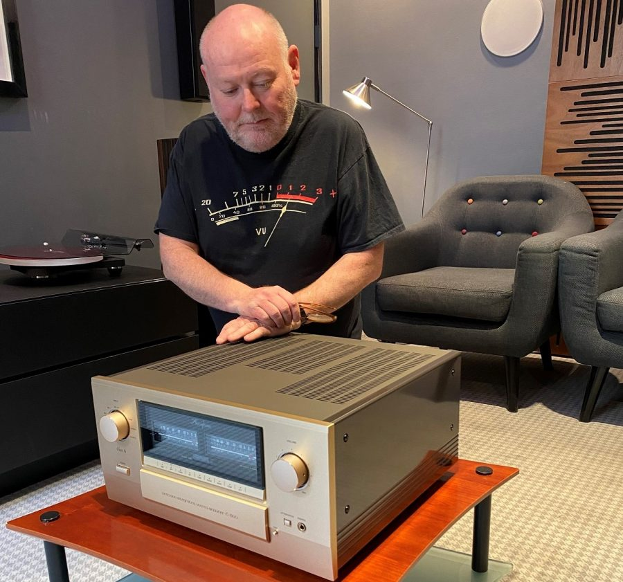 Accuphase E-800 integrated amplifier